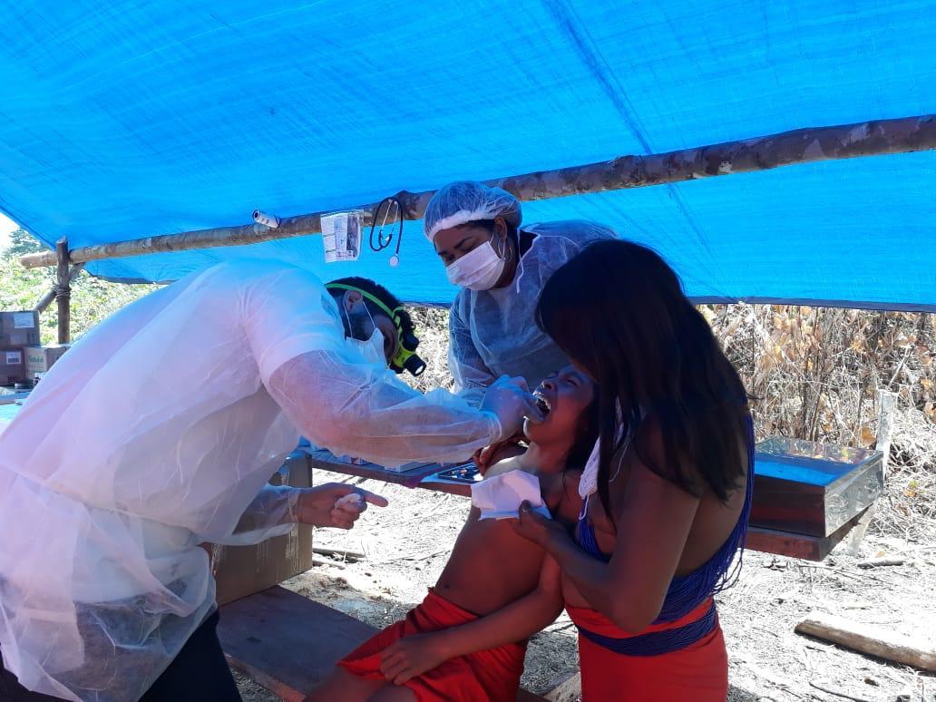 O transporte ocorre até comunidades de difícil acesso para a imunização da população