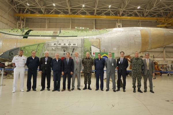 Autoridades foram atualizadas sobre andamento de projetos como o avião KC-390 e o satélite Carponis-1