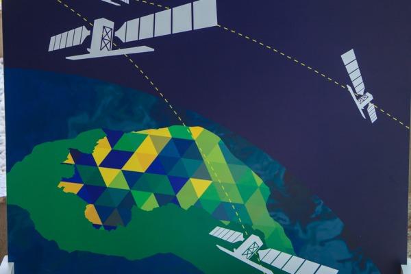 Satélite com RADAR SAR capta imagens, em qualquer horário do dia e da noite, mesmo em áreas cobertas de nuvens, tanto na superfície terrestre quanto marítima