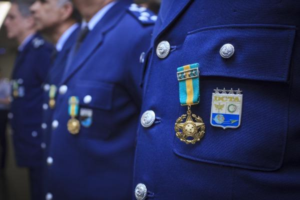 A medalha reconhece oficiais e praças da ativa pelo mérito e lealdade com que prestaram serviço à pátria