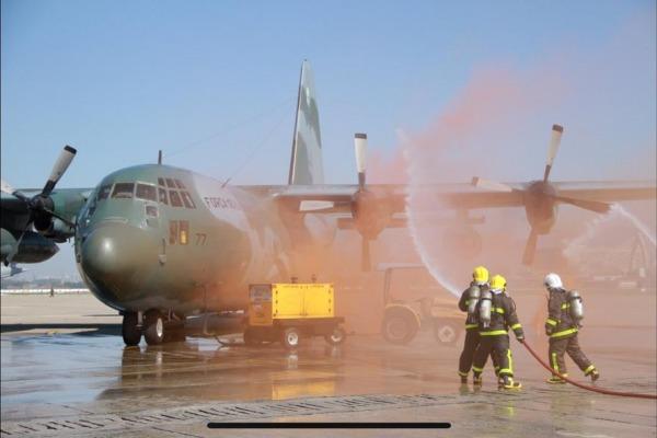 Durante o treinamento foram realizados procedimentos de locomoção de feridos, evacuação de emergência e condutas a bordo, entre outros