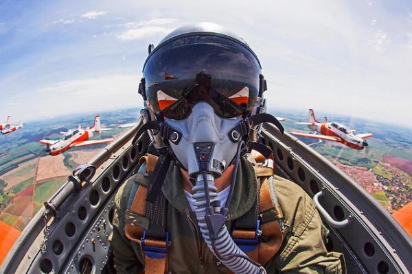 Desenvolvida por meio de parceria entre a FAB e a Embraer, até hoje os T-27 são empregados pela FAB para instruções em voo