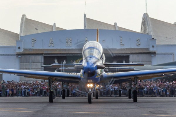 A programação contou com exposição e demonstrações aéreas de aeronaves militares e civis
