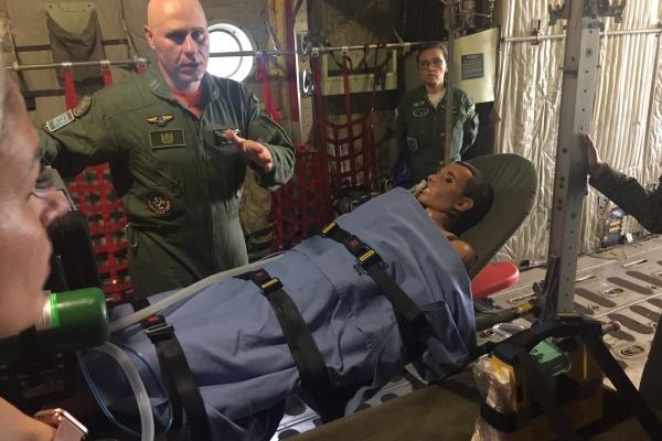Objetivo foi capacitar médicos da Força Aérea Brasileira (FAB) para atuarem durante o transporte aéreo de pacientes críticos ou em terapia intensiva, sobretudo em ambiente operacional.