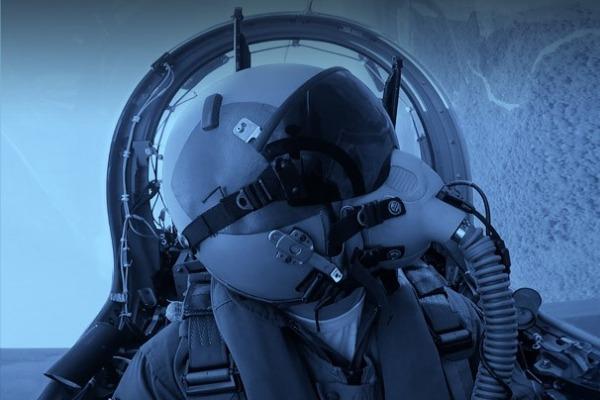 Estão disponíveis informações sobre a carreira de aviador, vídeos, fotografias e depoimentos de militares