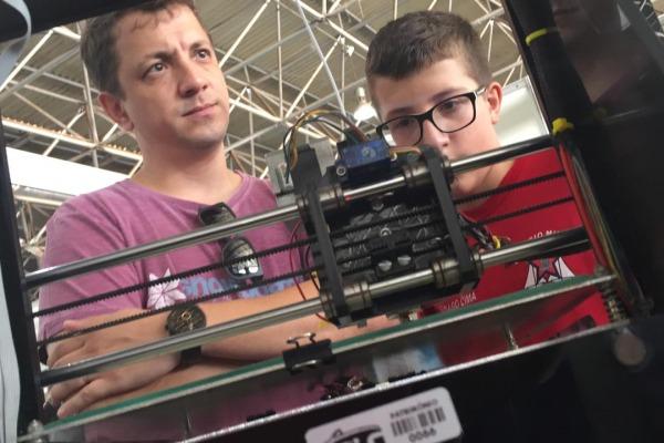 Tiago Lima visitou a feira com o pai