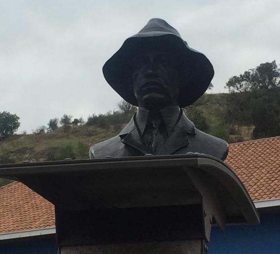 Monumento relembra a passagem de Santos-Dumont pela cidade