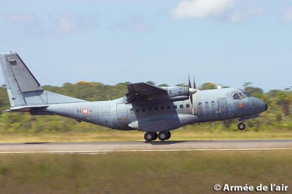 Aeronave de transporte C-235, da França