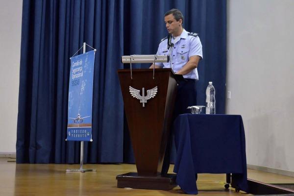 Um dos assuntos abordados foi relacionado aos fatores humanos na segurança operacional, englobando capacitação para a psicologia
