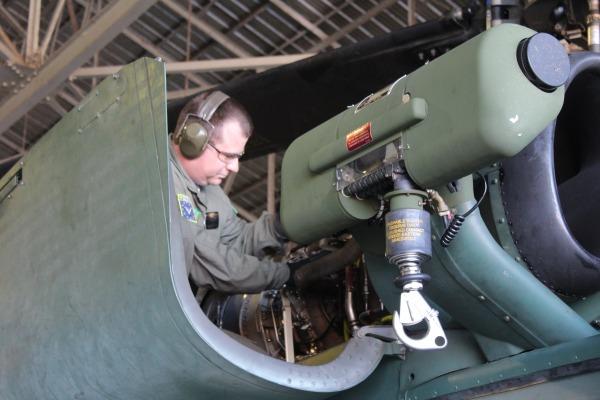 Militares usam equipamentos para evitar danos à audição