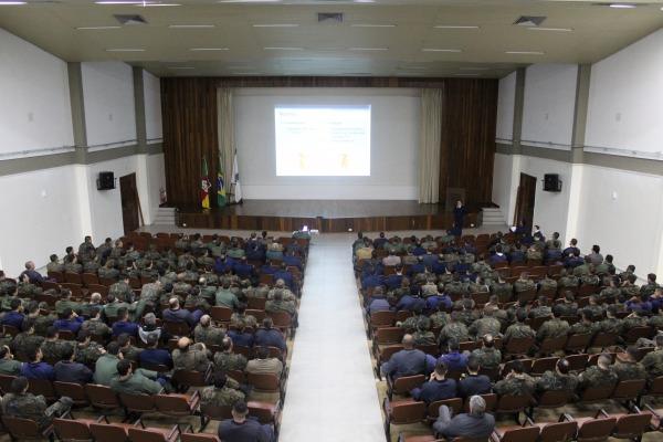 Militares recebem orientações para evitar danos à audição