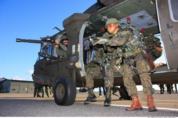 Aplicação de princípios como distinção, necessidade militar, limitação e proporcionalidade é observada em treinamentos como a CRUZEX