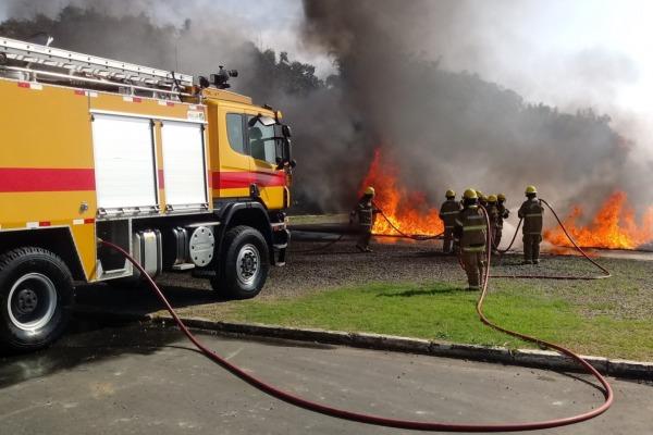 Treinamento de contraincêndio realizado por militares da DIRINFRA