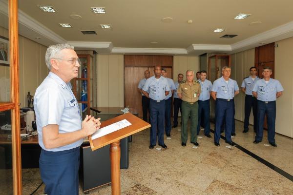 A condecoração ocorreu durante cerimônia no Gabinete do Comandante da Aeronáutica