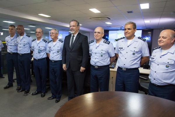 Tenente-Brigadeiro Rossato e Ministro Raul Jungmann se reuniram nesta terça-feira (27)