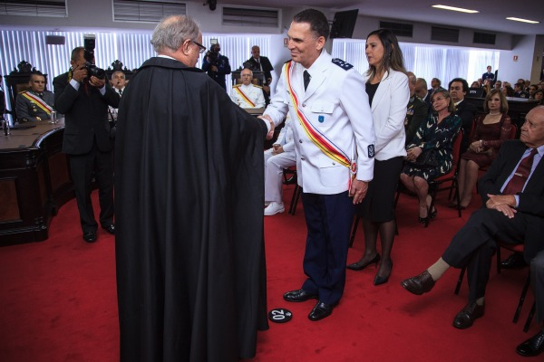 Tenente-Brigadeiro Aquino recebe comenda da Ordem do Mérito Judiciário Militar