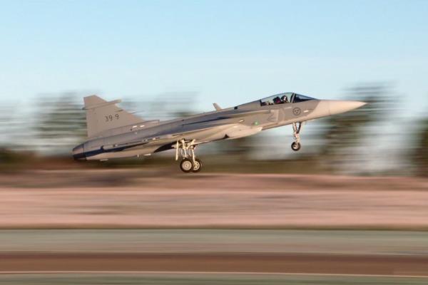 O voo teste aconteceu na Suécia e faz parte do processo de certificação da aeronave F-39 Gripen NG, a versão brasileira