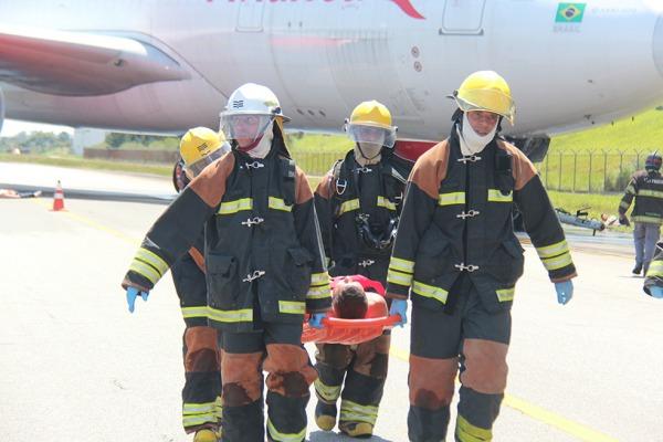 Simulado foi uma oportunidade para os bombeiros de aeronáutica colocarem em prática todo o conhecimento adquirido em treinamentos diários