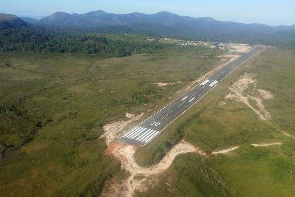 A pista de Surucucu permite pouso e decolagem de outras aeronaves
