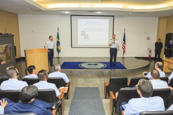 Papel do Chief Master Sergeant na Força Aérea dos Estados Unidos foi o tema da apresentação