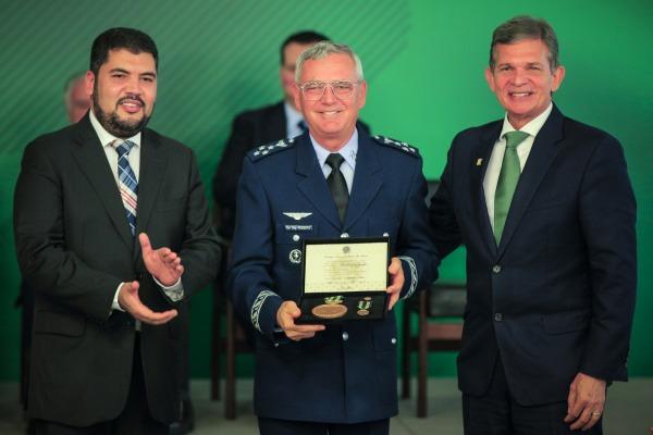 Tenente-Brigadeiro Rossato recebe Ordem Nacional Barão de Mauá, no Palácio do Planalto