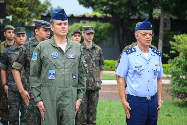 O Major-Brigadeiro Mangrich é o Comandante de Operações Aeroespaciais