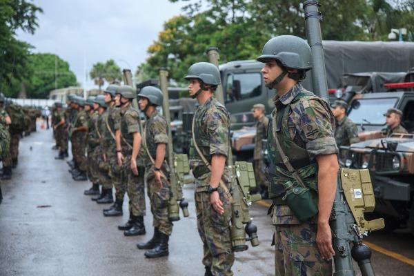 A Defesa Antiaérea será composta por 12 Unidades de Tiro empregando dois tipos de armamentos