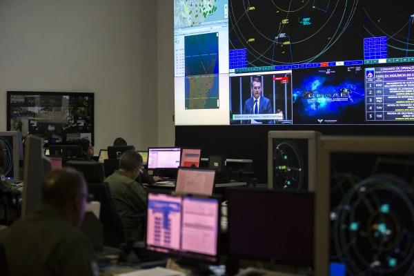 Posse presidencial transcorreu sem incidentes envolvendo a defesa aérea; esquema segue até meia-noite