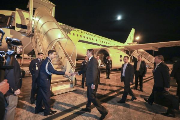 Chefe do Executivo parte para Fórum Econômico Mundial a bordo do VC-1 no dia em que a Força Aérea completa 78 anos
