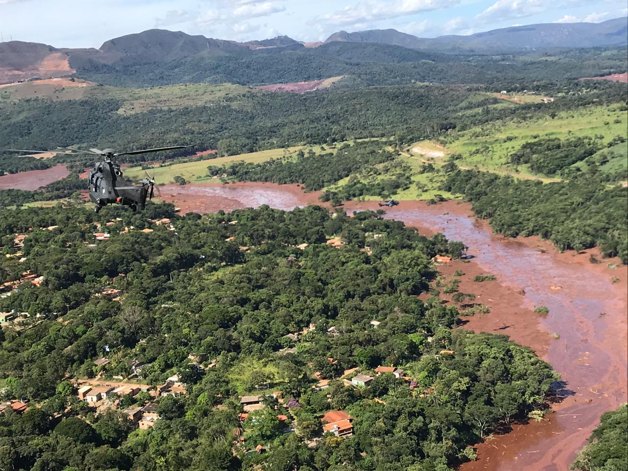 Foi realizado ainda, durante o fim de semana, sobrevoo com o Presidente da República para verificar danos causados pelo rompimento da barragem