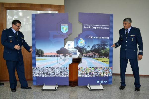 Páginas reúnem relatos sobre grandes atletas e principais iniciativas da Força Aérea na área esportiva