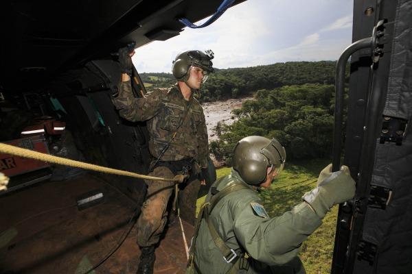 Militares do Esquadrão Puma em ação