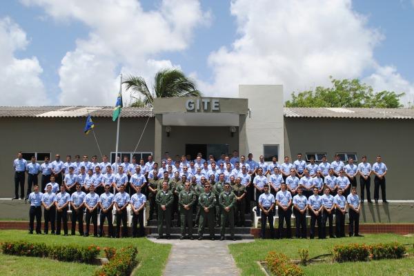 Após a formatura, os Aviadores seguem para os Cursos de Especialização Operacional (CEO), ministrados pelos três esquadrões aéreos de instrução da Ala 10