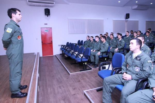Além de pilotos da FAB, também há alunos da Marinha do Brasil e da Força Aérea Paraguaia