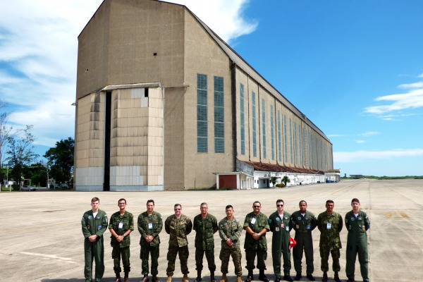 Integrantes da US Marine Corps avaliam possibilidade de a unidade da FAB servir de base de apoio aos meios aéreos