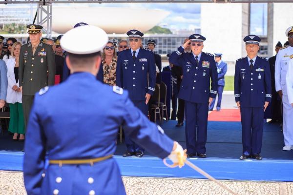 Tenente-Brigadeiro Bermudez presidiu a cerimônia