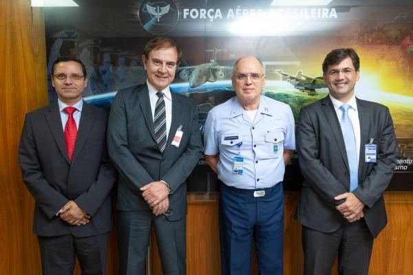 Encontro tratou sobre contratos para o fornecimento de radares e produção de peças de satélite para a FAB