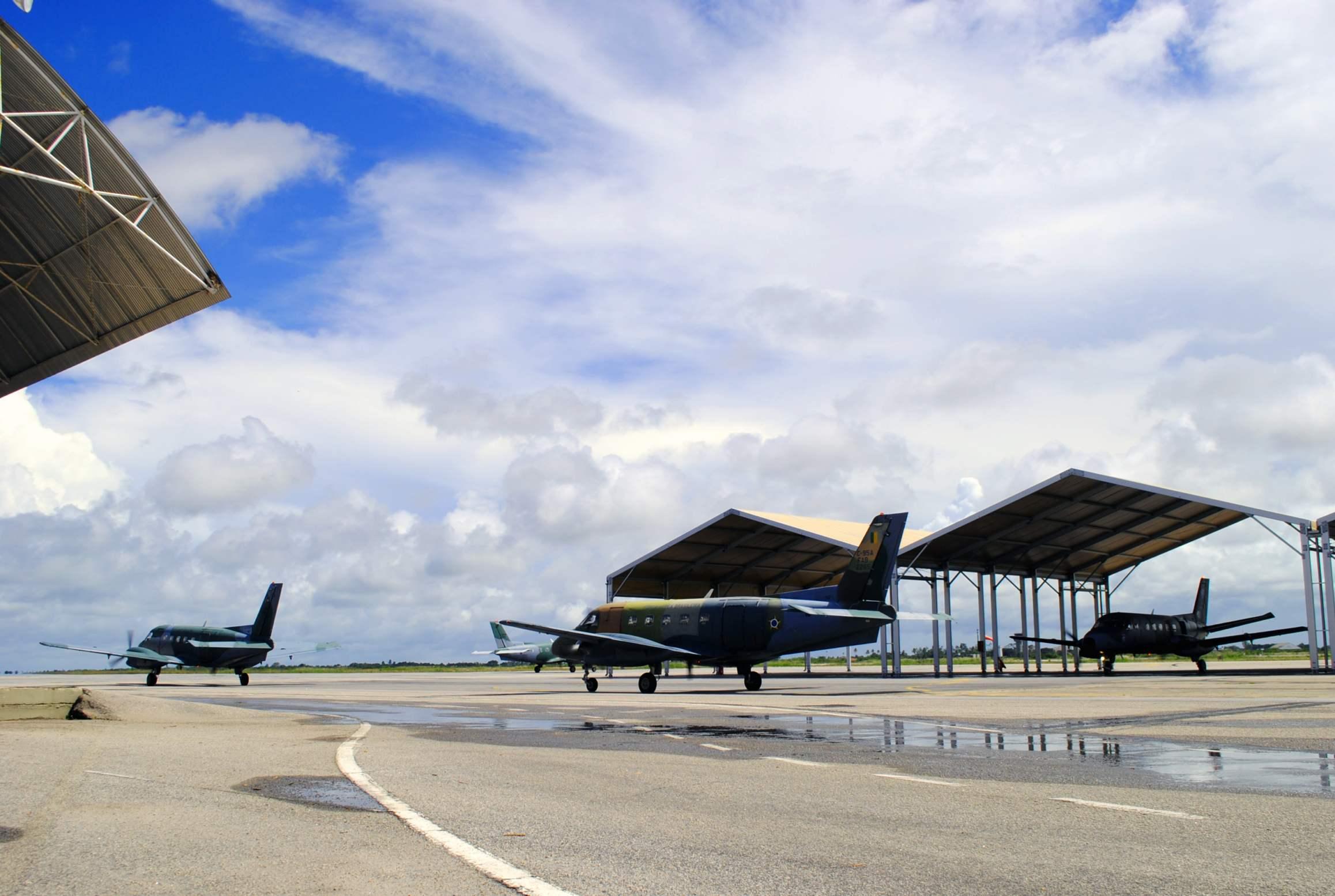 Militares de cinco esquadrões estão nas Alas 3 e 10 para treinar a ação de Assalto Aeroterrestre