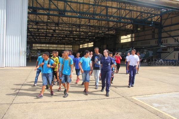 Visita ao hangar do PAMA LS
