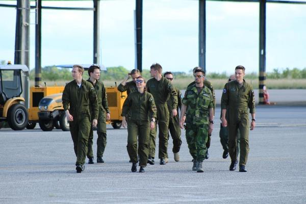 O objetivo da visita foi a troca de experiências entre os pilotos de caça