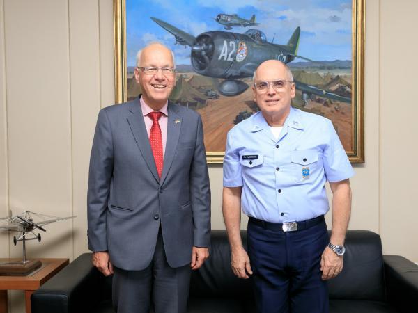 Encontro entre o Tenente-Brigadeiro Bermudez e o Embaixador Georg Witschel aconteceu na tarde desta sexta-feira (22)