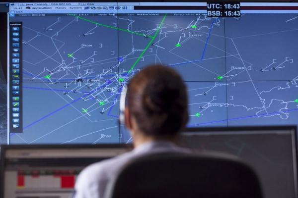 O Sistema de Divulgação de Informação Aeronáutica (SDIA) foi desenvolvido para centralizar e intermediar os processos de envio de dados e informações aeronáuticas