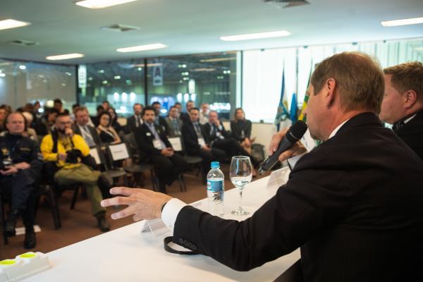 Primeiro voo da aeronave instrumentada brasileira deve acontecer ainda este ano