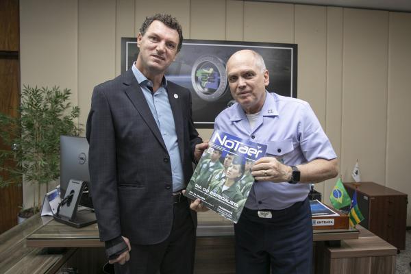 Deputado Distrital Iolando Almeida esteve na sede do Comando em Brasília (DF)