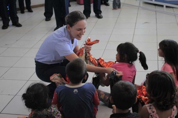 Em Campo Grande (MS), foram entregues ovos de Páscoa na Associação dos Amigos da Criança com Câncer; em Barbacena (SP), os alunos visitaram instituição filantrópica