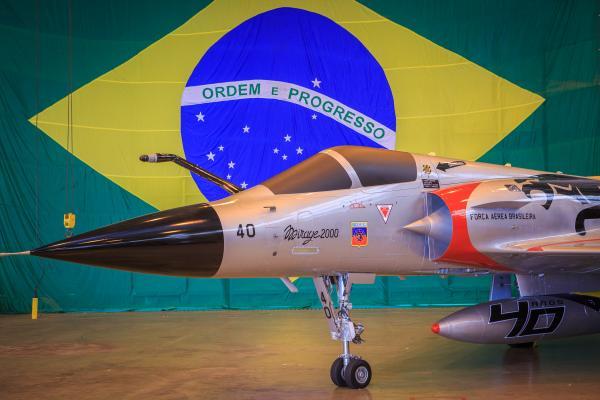 Pintura comemorativa na aeronave Mirage 2000