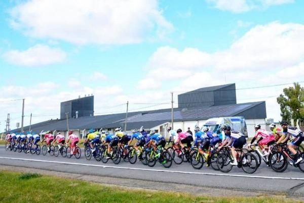 Ciclistas competindo na 76° Volta Internacional do Uruguai CRÉDITO: Ana Laura Antúnez