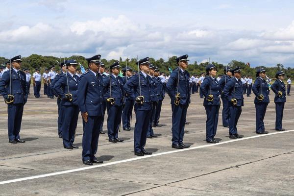 Cerimônias foram marcadas pelo compromisso à Bandeira Nacional e homenagens aos melhores estagiários
