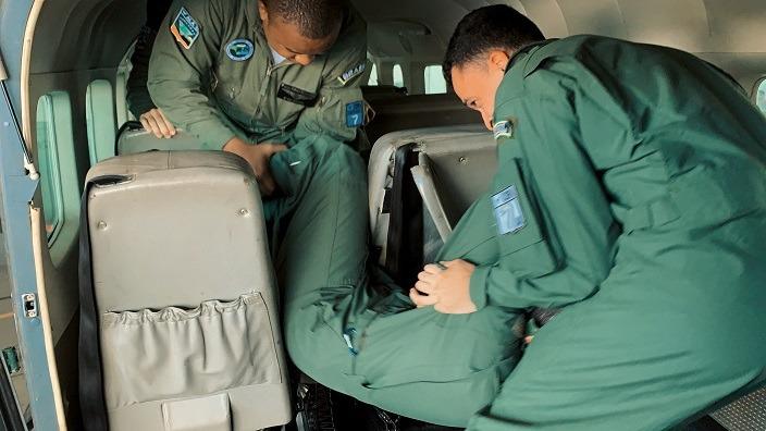 Objetivo foi treinar as tripulações para deixarem as aeronaves C-97 Brasília e C-98 Caravan em caso de emergência
