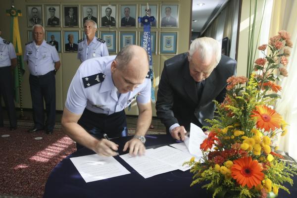 A rádio foi inaugurada na gestão do atual Comandante da Aeronáutica